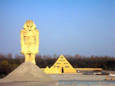 Egyptian House, Off Delaney, Gurnee 1