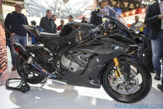 BMW HP4 RACE static front 3/4 view