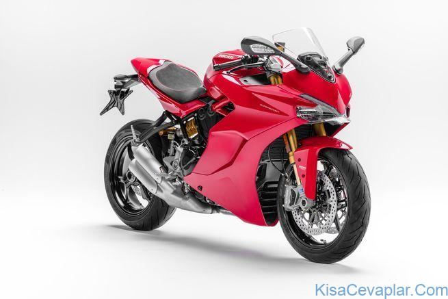 2017 Ducati SuperSport S studio front 3/4 view